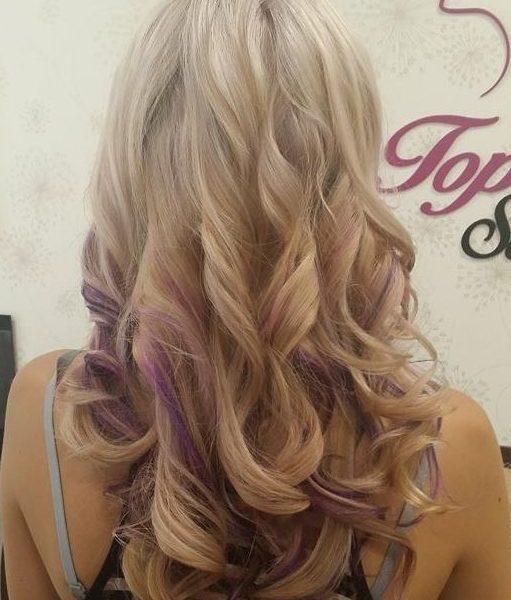 blond oživená fialovými efekty od naší Stylist Jany